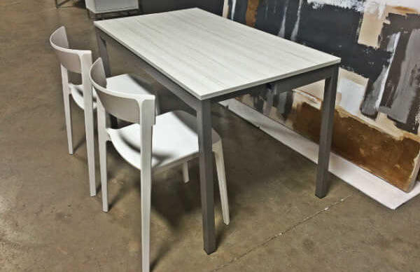 snap_console_table_skin_chair