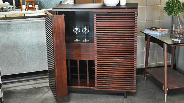 A Bar Cart or Cabinet Adds Sophistication to Your Room. post image